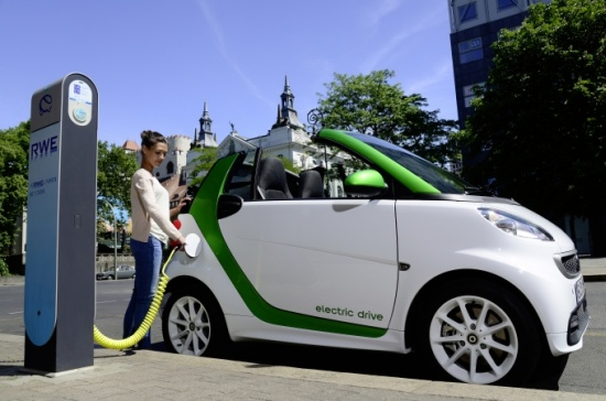 Smart fortwo electric drive Cabrio beim Nachladen